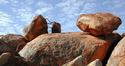 Urs - Twellmann - Australie Branches between red Granit
